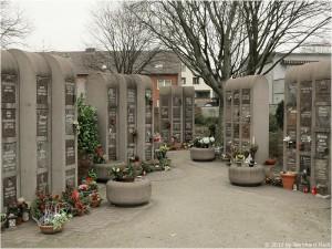 Urnenstelen, je StelenFach können zwei Urnen beigesetzt werden, Ruhezeit hier in Oberhausen ist ab Beisetzungstermin 20 Jahre.